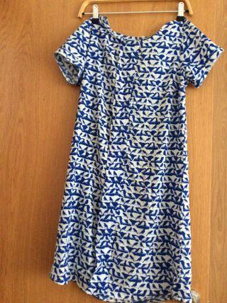 Vestido azul, con pajaritos, talla S.