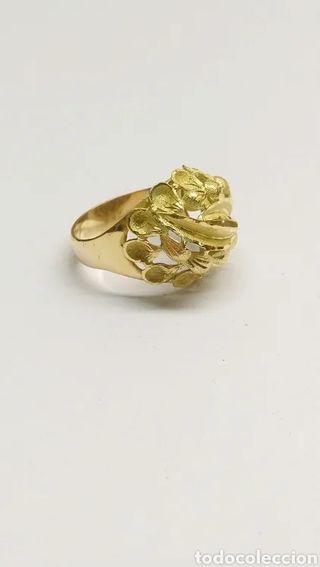 Anillo en oro 18 kts. motivo hojas 6,3 grms.