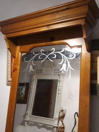 Espejo de madera de pino