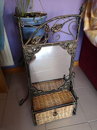 mueble vintage de baño con espejo