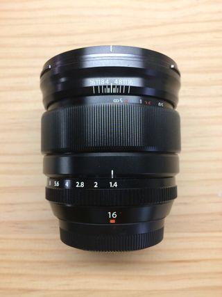 Fujifilm 16 mm F1.4 + protector solar de regalo