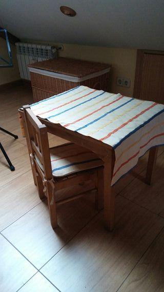 Mesa madera con silla infantil