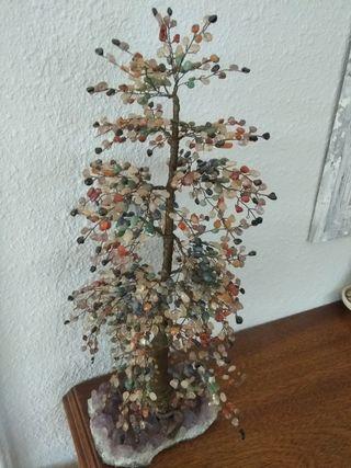 árbol de piedras