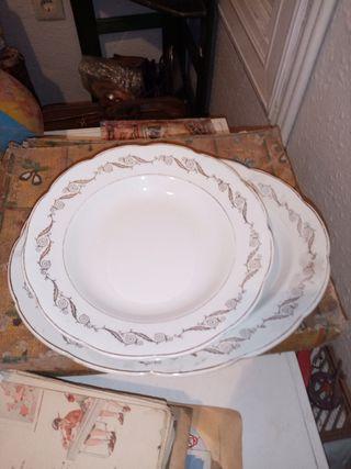 Vajilla antigua de porcelana