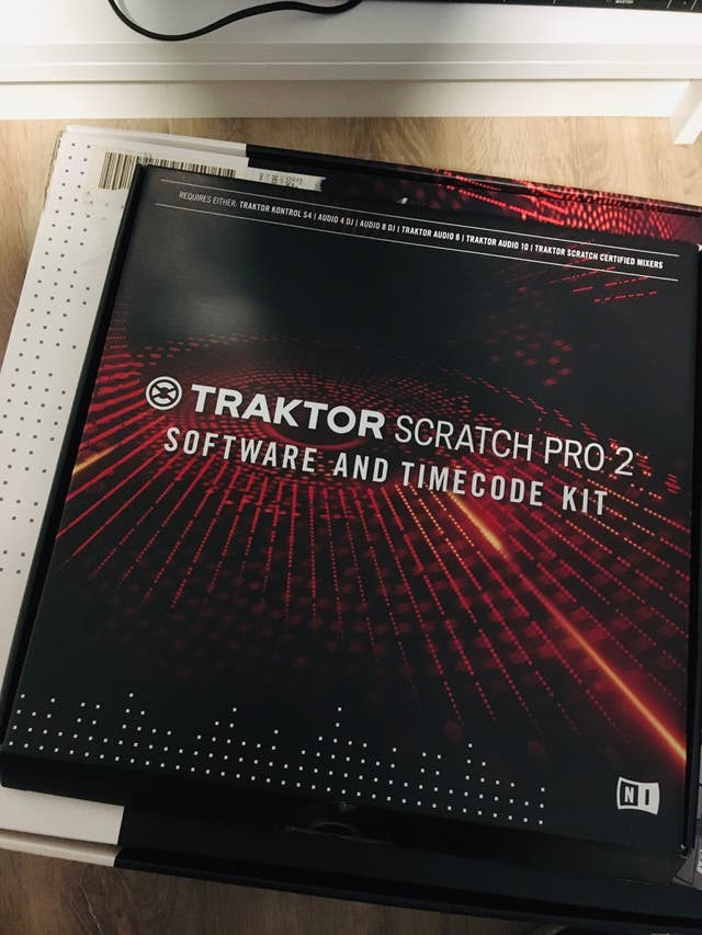 Traktor Scratch Kit + 4 vinilos + 2 CD + licencia