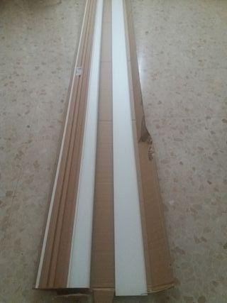 rodapie blanco de madera
