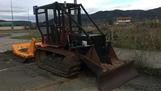 Tractor orugas forestal.