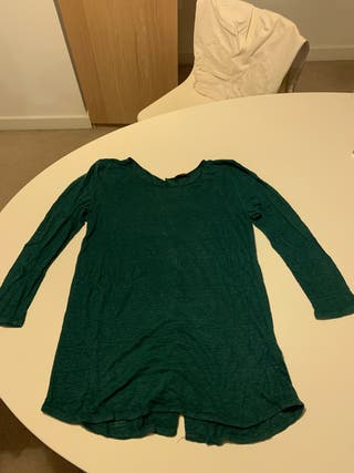 Green t shirt. Massimo Dutti. Medium size.