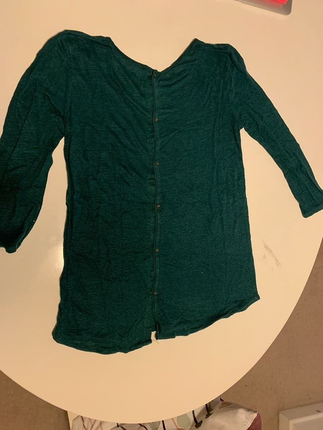 Green t shirt. Massimo Dutti. Medium size.
