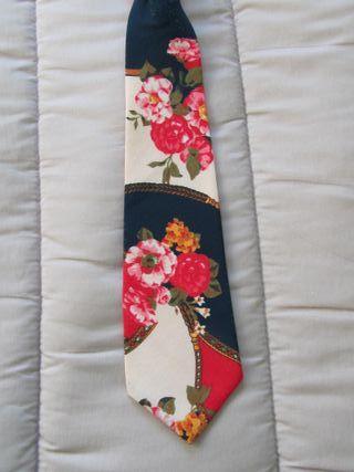 Corbata mega moderna