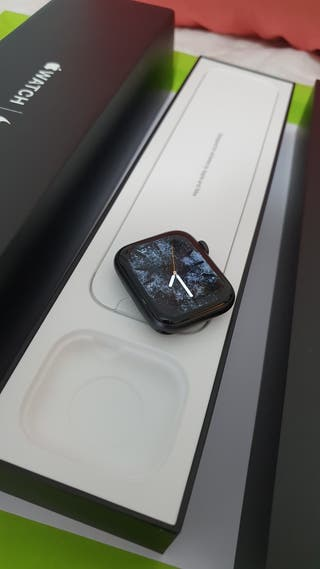 Apple watch series 5 44mm GPS Nike Sport Band