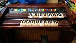 antiguo órgano de los 70