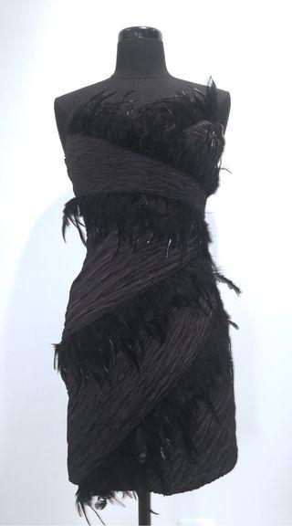 Vestido noche plumas