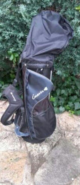 Bolsa y palos de golf.