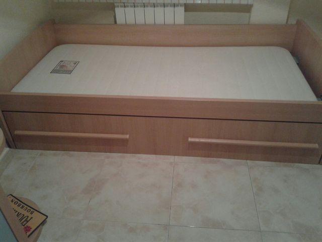 cama de madera como nueva