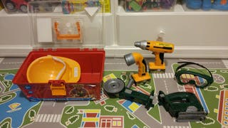 Caja de herramientas eléctricas de juguete.
