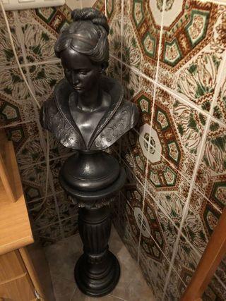 Busto de mujer y pie de busto