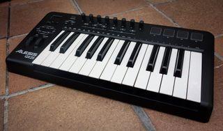 Teclado Controlador MIDI Alesis QX25
