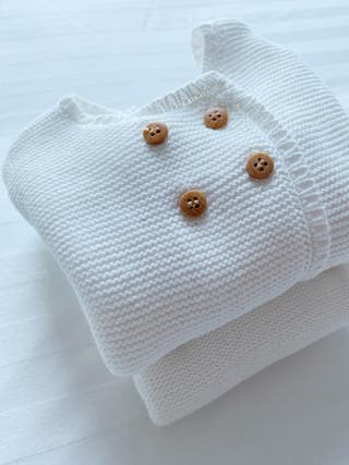 Lovely unisex knitted baby outfit