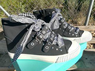 zapatillas negras remaches