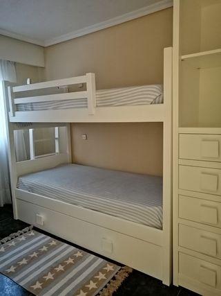 Dormitorio niños: litera 3 camas + armario NUEVO