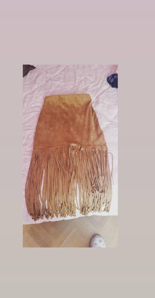 falda marron de flecos