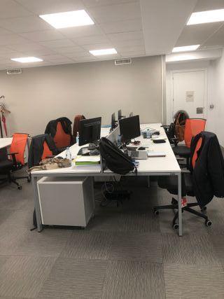 Conjunto de 6 mesas de oficina con cajoneras