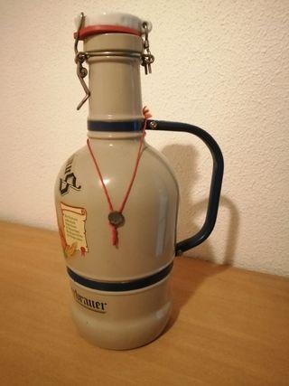 Botella grande Gambrinus, con asa.