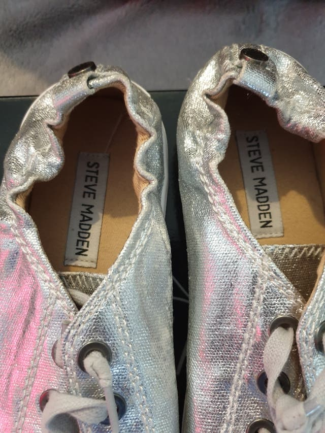 Steve Madden silver stretch back trainers. size 5