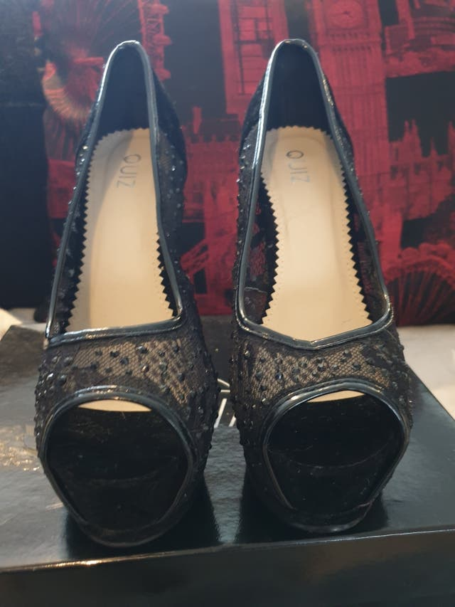 Quiz embroidered high heels. Size 7.