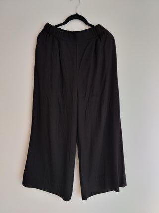 Pantalón negro culotte Pull&Bear