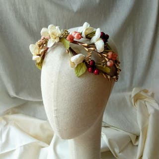 tocado corona flores novia invitada comunión
