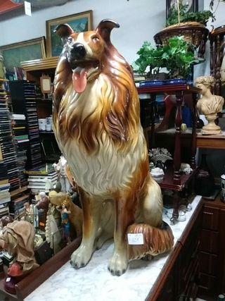 Figura de perro grande
