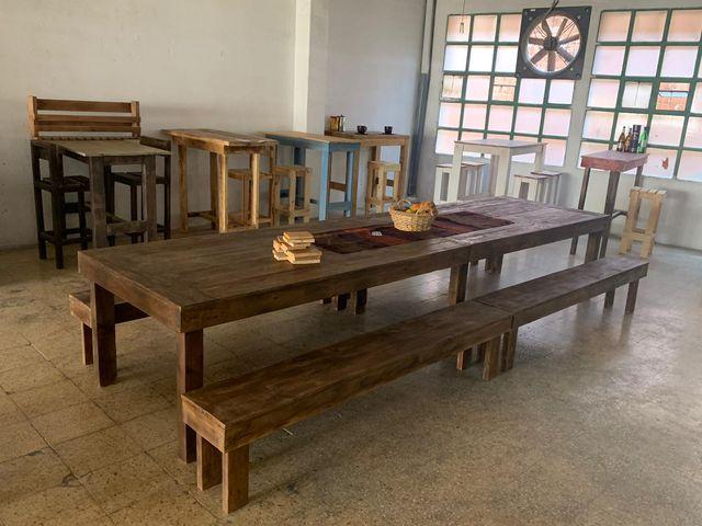 Mesa 4 metros y bancos madera