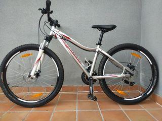 bicicleta de montaña specialized S muy nueva