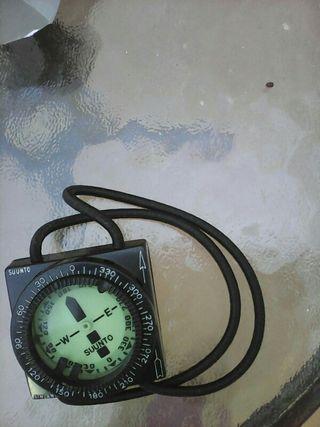 Brujula de buceo/ diving compas Suunto.