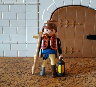 Playmobil aldeano muleta y farol. Belén