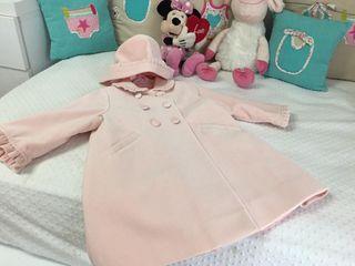 Abrigo rosa terciopelo con capota