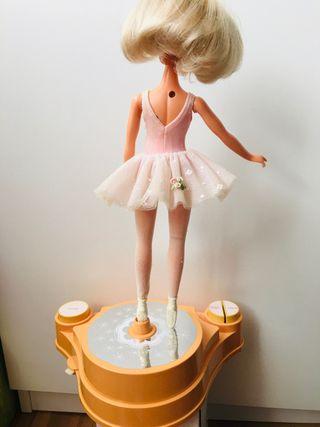 Muñeca famosa Darling bailarina