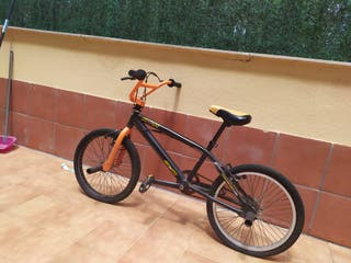 bicicleta bmx con estribos