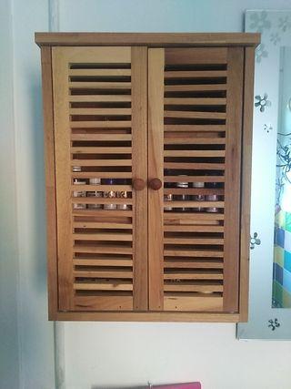 armario auxiliar, botiquin de madera