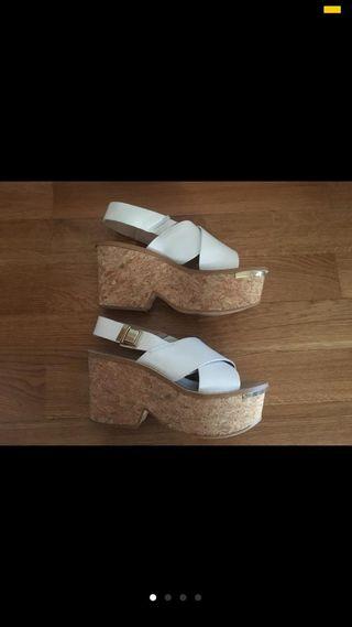 Sandalias blancas con cuña