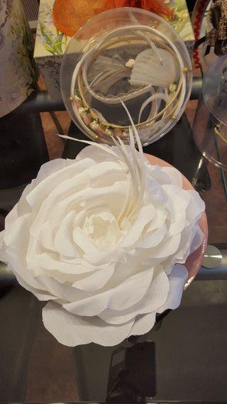 Flor como tocado novia o decorativa