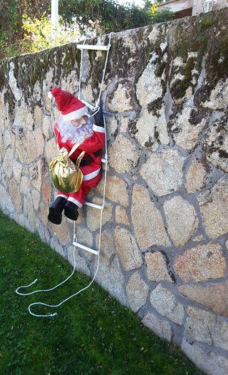 Papa Noel con escalera