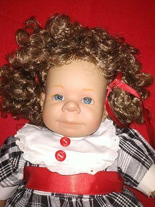 muñeca de colección Carmen González
