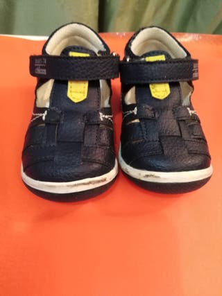 Zapatos Bebé Azul Marino Chico. Número 19.