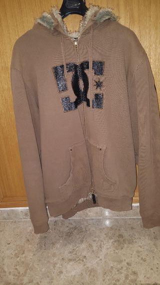chaqueta con capucha