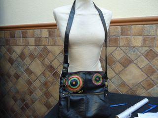 bolso desigual negro original, mide de ancho 30cm,