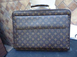 bolso maletin o documento louis vuitton, a mide de