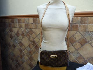 bolso louis vuitton, a mide de ancho 25 cm , alto